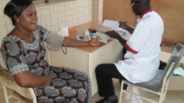Visite médicale d'un des agents Lydia Ludic