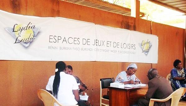 Photo prise lors de la journée de dépistage gratuit du VIH/SIDA organisée par le CELS de Lydia Ludic Burkina