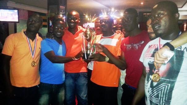 Un trophée a été remis à la Dream Team pour leur victoire sur Lydia Ludic Togo