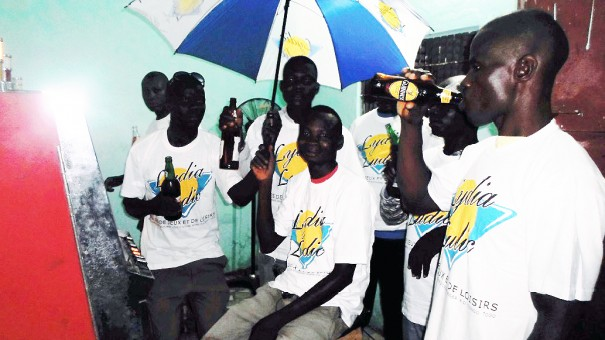 Lors de la soirée Lydia Ludic organisée pour les clients du bar partenaire Le Branché, à Lomé