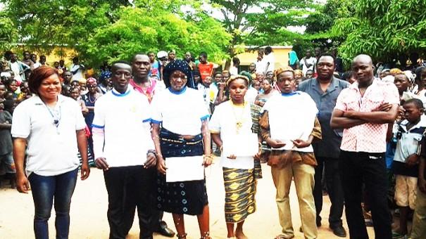 L'équipe Lydia Ludic en présence des élèves du Lycée Municipal de Bobo-Dioulasso