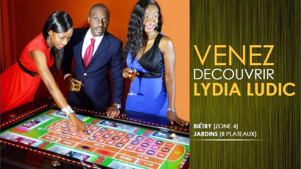 L'affiche Lydia Ludic désormais visible depuis les routes d'Abidjan