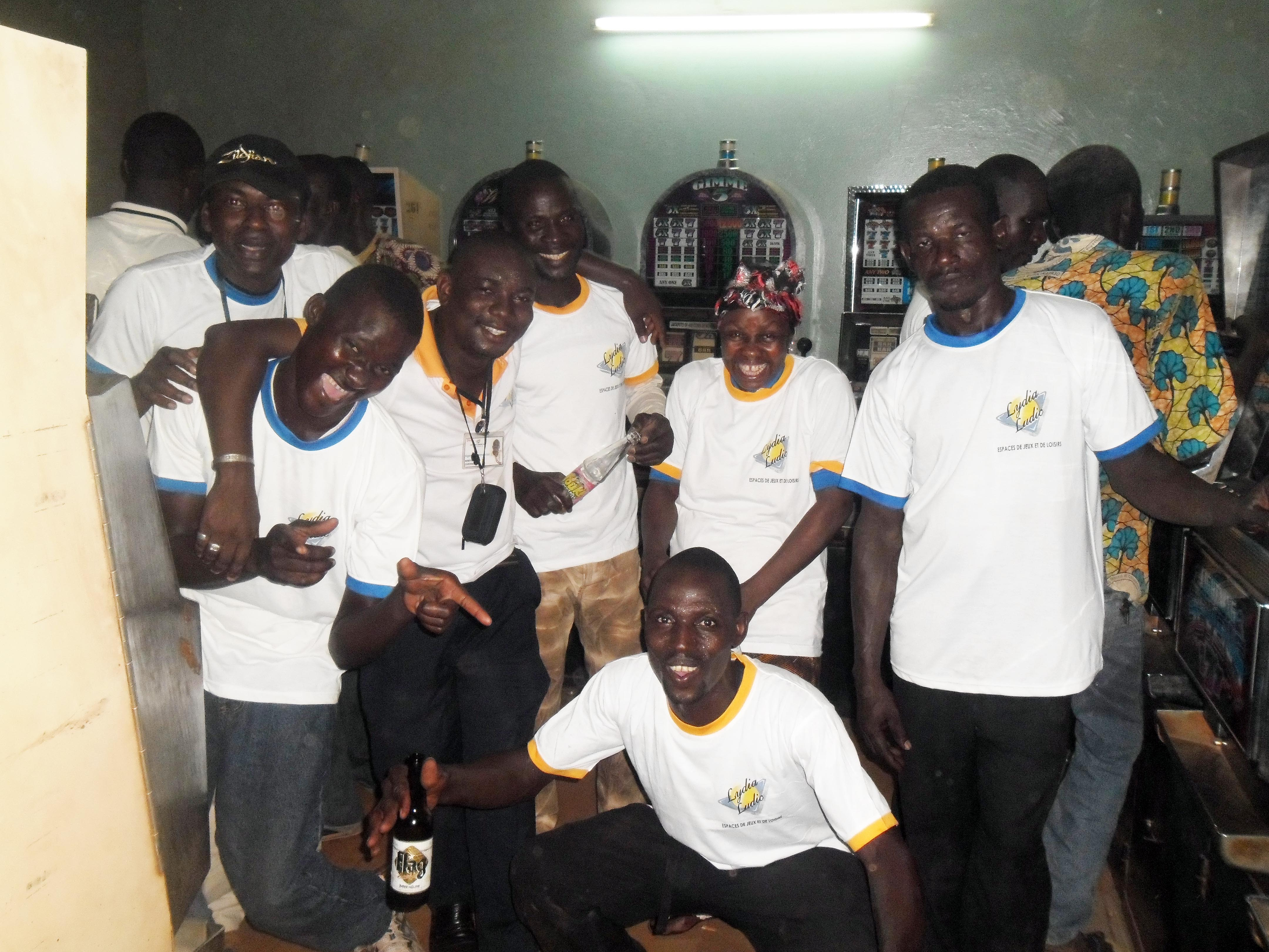 Ambi9ance de fête au mini-salon Saphyto à Houndé, lors de l'animation Lydia Ludic