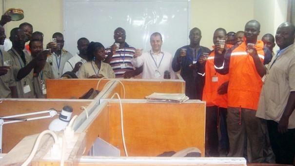 L'équipe du département technique avec le Directeur Général de Lydia Ludic Burkina Faso, M. Pierre-Michel Pons (centre), dans les nouveaux bureaux