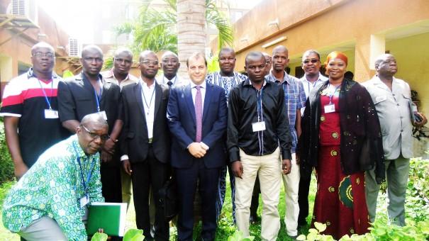 M. Pierre-Michel Pons (au centre) avec le Comité Santé et Sécurité au travail