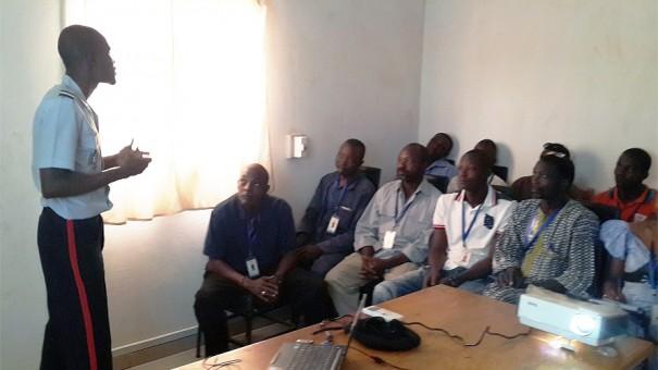Les agents Lydia Ludic Niger pendant la formation face aux dangers du feu