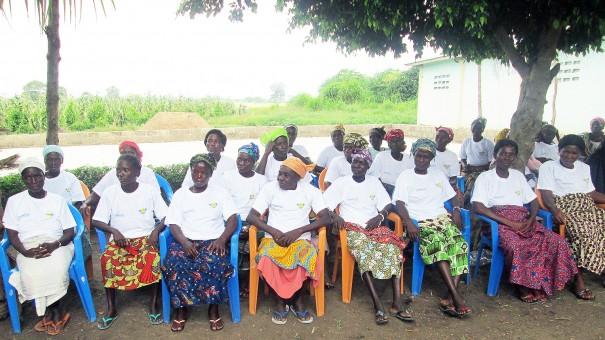 Les veuves de la ferme CIGARI ont bénéficié de la bonté de Lydia Ludic et FONDAVO