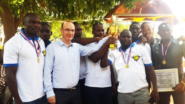 Célébration des 10 ans de Lydia Ludic Niger – Les vainqueurs du tournoi de Football et M. Chauvignac
