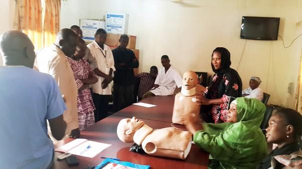Les agents de Lydia Ludic Niger pendant la formation aux gestes de premiers secours