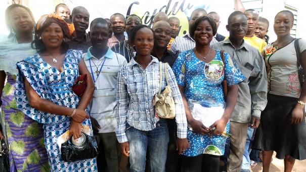 La Caravane d'animations Lydia Ludic Burkina Faso anime des mini-salons à Kaya