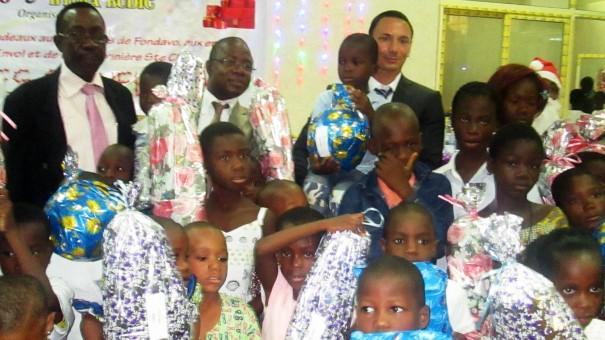 Les enfants orphelins qui ont bénéficié de l'arbre de Noël organisé par Lydia Ludic Togo