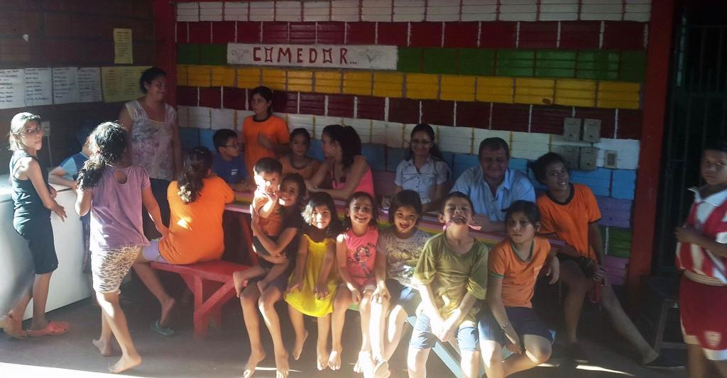 Lydia Ludic et Les enfants de l'orphelinat Gotitas de Amor
