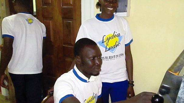 Animation Lydia Ludic Togo dans le bar partenaire Don Camillo, à Lomé