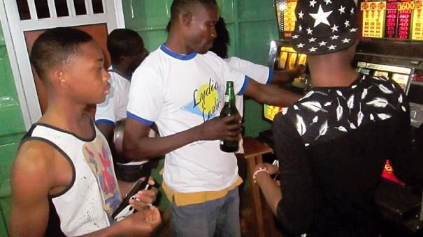 Animation Lydia Ludic lors de l'inauguration du bar Lycaf à Lomé