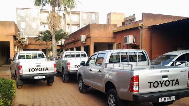 Les véhicules de la société de Jeux & Loisirs Lydia Ludic Burkina Faso