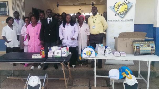 Lydia Ludic Côte d'Ivoire fait un don au centre de santé de Gbagba