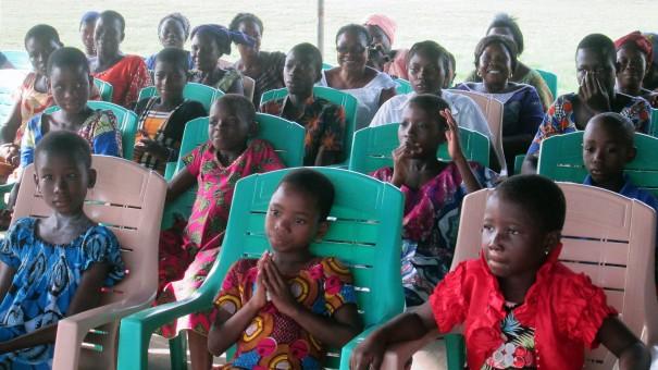 Les orphelins du FONDAVO ont reçu un don de la part de Lydia Ludic Togo