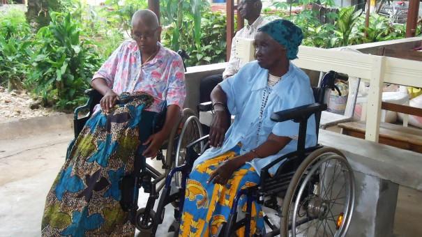 Lydia Ludic Burundi est venu en aide aux personnes âgées de l'Hospice Saint Elizabeth1 à Bujumbura