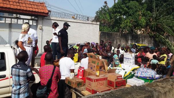 Lydia Ludic Côte d'Ivoire est venu en aide aux habitants du bidonville Gobelet à Abidjan