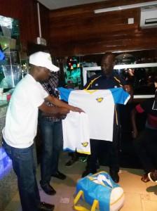 Lydia Ludic Côte d'Ivoire offre aux jeunes de Sicogi des équipements de football - Février 2015