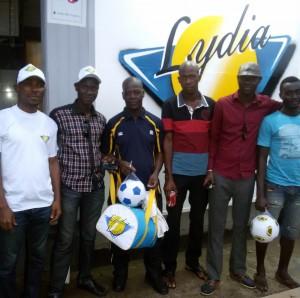 Lydia Ludic Côte d'Ivoire offre aux jeunes de Sicogi des équipements de football