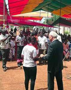 Marc BILLECI, Directeur Général de Lydia Ludic Bénin, a notamment participé à la remise des prix décernés par la Croix Rouge Béninoise