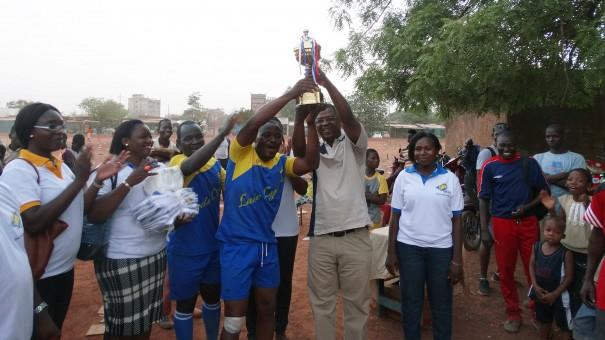 Vainqueurs de la coupe de Football du tournoi organisé par Lydia Ludic Burkina Faso pour célébrer la fête du travail