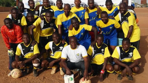 Les équipes du tournoi de Football organisé par Lydia Ludic Burkina Faso pour célébrer la fête du travail