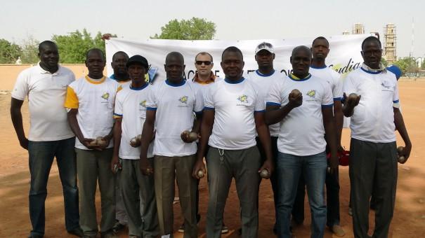 Les équipes du tournoi de Pétanque organisé par Lydia Ludic Burkina Faso pour célébrer la fête du travail