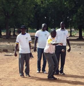 Lydia Ludic Burkina Faso a organisé des activités sportives pour célébrer la Fête du Travail avec ses agents en organisant une compétition de pétanque entre autres