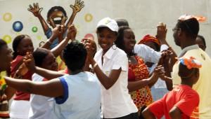 Lydia Ludic Côte d'Ivoire apporté de la joie aux enfants handicapés du centre La Page Blanche, à Abidjan