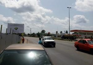Lydia Ludic Côte d'Ivoire est visible sur des panneaux publicitaires à Yopougon