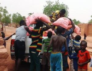 Lydia Ludic Niger à fait un don à l'Association des Aveugles du Niger