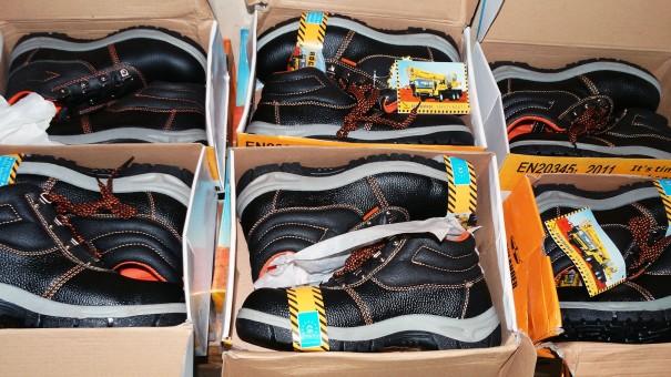 Lydia Ludic Burkina Faso a renforcé la sécurité au travail de ses agents en les dotant de chaussures de sécurité