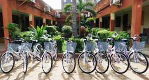 Animation Spéciale Bonus dans l'Espace de Jeux et de Loisirs Lydia Ludic du quartier Sinyiri à Ouagadougou :  un client gagne le jackpot et un vélo-panier