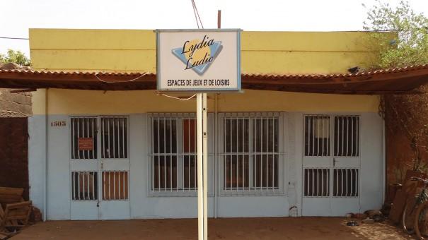 Lydia Ludic Burkina Faso a rénové son Espace de Jeux et de Loisirs dans le quartier Carpala, à Ouagadougou