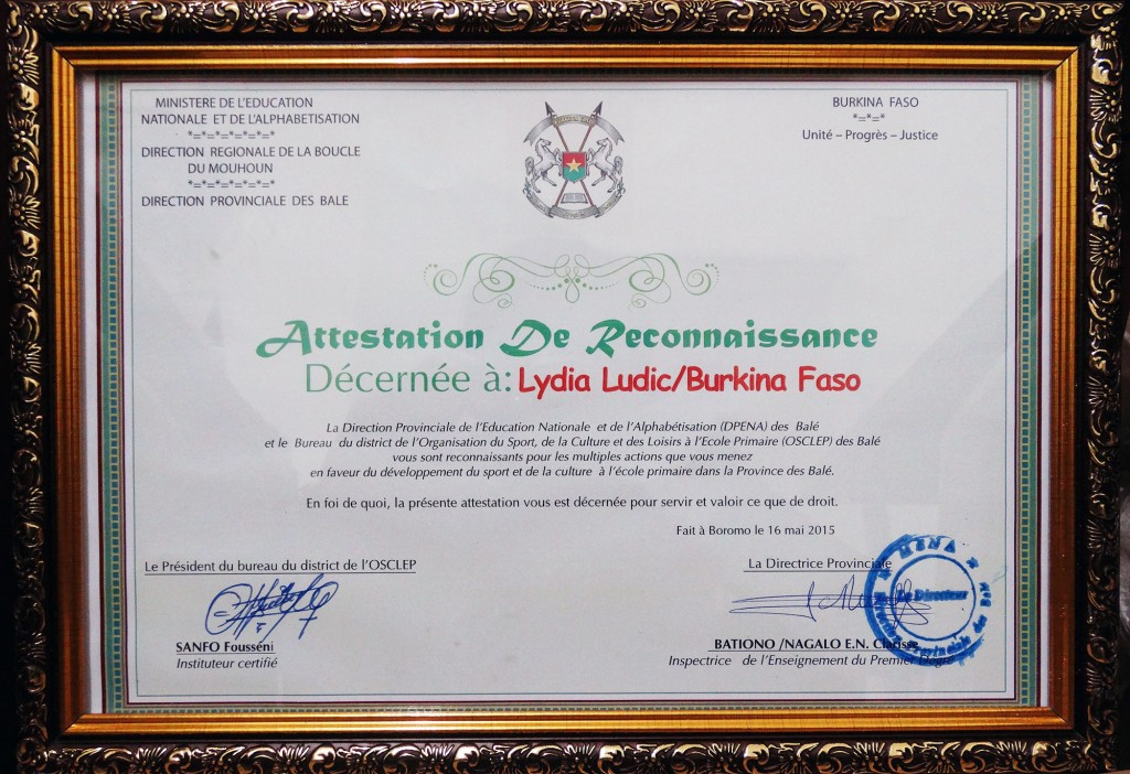 Certificat de remerciement à Lydia Ludic Burkina Faso pour ses actions en faveur des populations locales de la province de Balé