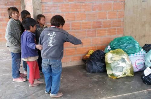 Los niños son felices por la donación de Lydia Ludic Paraguay