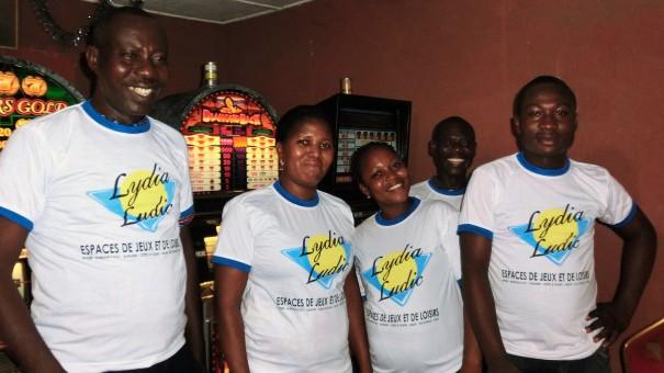 Animation Lydia Ludic Togo de l'Espace de Jeux et de Loisirs situé dans le bar partenaire Planète 2000, dans le quartier Adjidogomé de Lomé