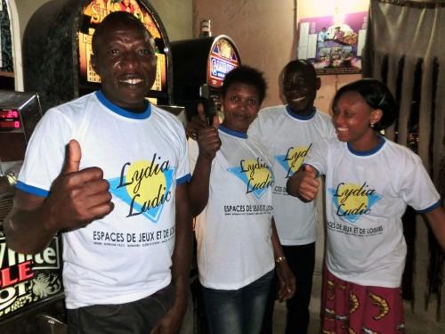 Animation Lydia Ludic Togo de l'Espace de Jeux et de Loisirs situé dans le bar partenaire Champs-Elysées 2, dans le quartier Agoè de Lomé