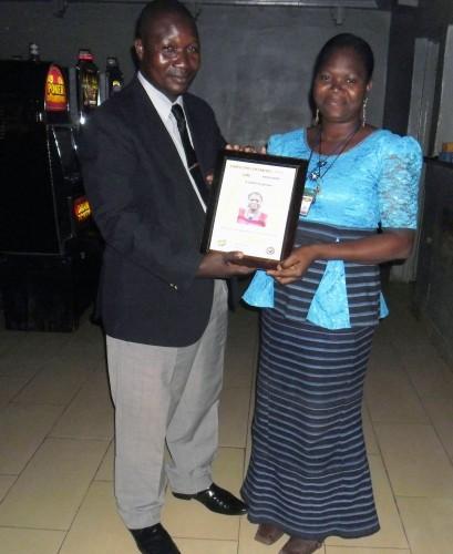 2015-07- Lydia Ludic Togo famille employés du mois juin N'ZONOU (Caissière AKODE)2