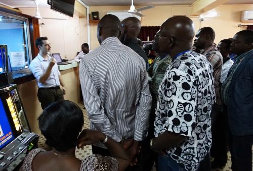Les agents de Lydia Ludic Burkina Faso forme ses agents au nouveau système Cash Less, dans l'Espace de Jeux et de Loisirs Lydia Ludic du quartier Kamsongin de Ouagadougou