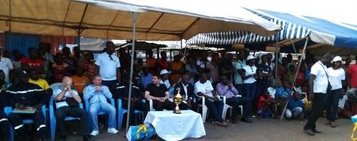 Des tribunes ont été installées pour assister aux matchs de la Coupe FRANCIS PEREZ spécial Koumassi, organisée par Lydia Ludic Côte d'Ivoire