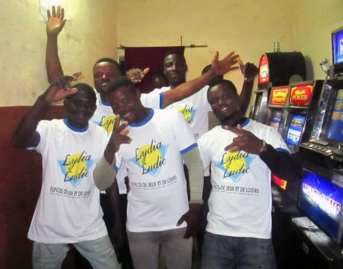 Animation Lydia Ludic Togo de l'Espace de Jeux et de Loisirs situé dans le bar partenaire 20h20, dans le quartier Adamavo de Lomé