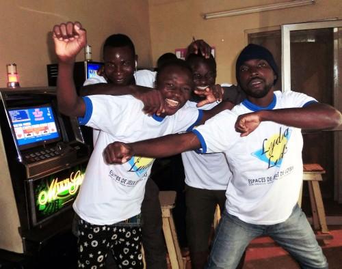 Animation Lydia Ludic Togo de l'Espace de Jeux et de Loisirs situé dans le bar partenaire Carrefour, dans le quartier Agoè de Lomé