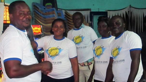 Animation Lydia Ludic Togo de l'Espace de Jeux et de Loisirs situé dans le bar partenaire Govina Spot, dans le quartier Dzidzole de Lomé