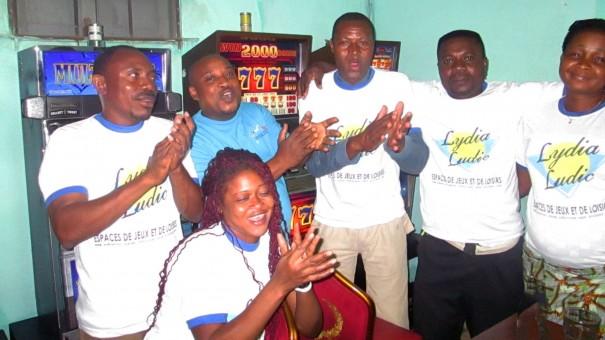 Animation Lydia Ludic Togo de l'Espace de Jeux et de Loisirs situé dans le bar partenaire Les Branchés, dans le quartier Avedji de Lomé