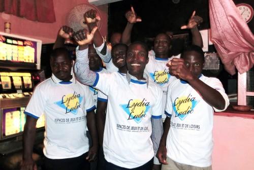 Animation Lydia Ludic Togo de l'Espace de Jeux et de Loisirs situé dans le bar partenaire Wilkommen, dans le quartier Agoè de Lomé