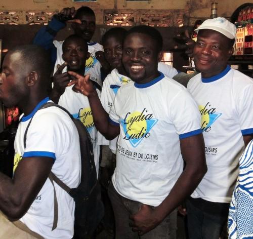 Beaucoup de joie lors de l'animation Lydia Ludic Togo de l'Espace de Jeux et de Loisirs situé dans le bar partenaire Zorro, dans le quartier Zone Portuaire de Lomé