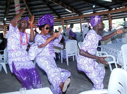 Lydia Ludic Bénin a célébré la fête de l'Indépendance du Bénin avec ses agents - Danse
